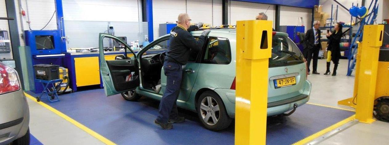 Garage Mot Centre Workshop Flooring Easy Install Ecotile Flooring